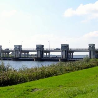Rijkswaterstaat experimenteert met vermindering van aanbestedingsregels, wat moet leiden tot een betere samenwerking bij de renovatie van de Nijkerkerbrug.