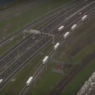 Vandaag arriveren ze in treintjes in Rotterdam: de zelfrijdende vrachtwagens die hebben meegedaan aan de European Truck Platooning Challenge.