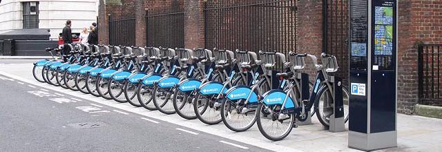Twaalf studenten van de Hanzehogeschool werken samen met de stad en de provincie Groningen aan een onderzoek naar het fietsdeelproject BikeShare050.