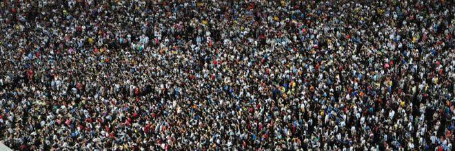 De 17-miljoenste inwoners van ons land is een feit. Slibt ons land dicht als deze bevolkingsgroei doorzet? Hoogleraar Zef Hemel reageert op deze vraag.