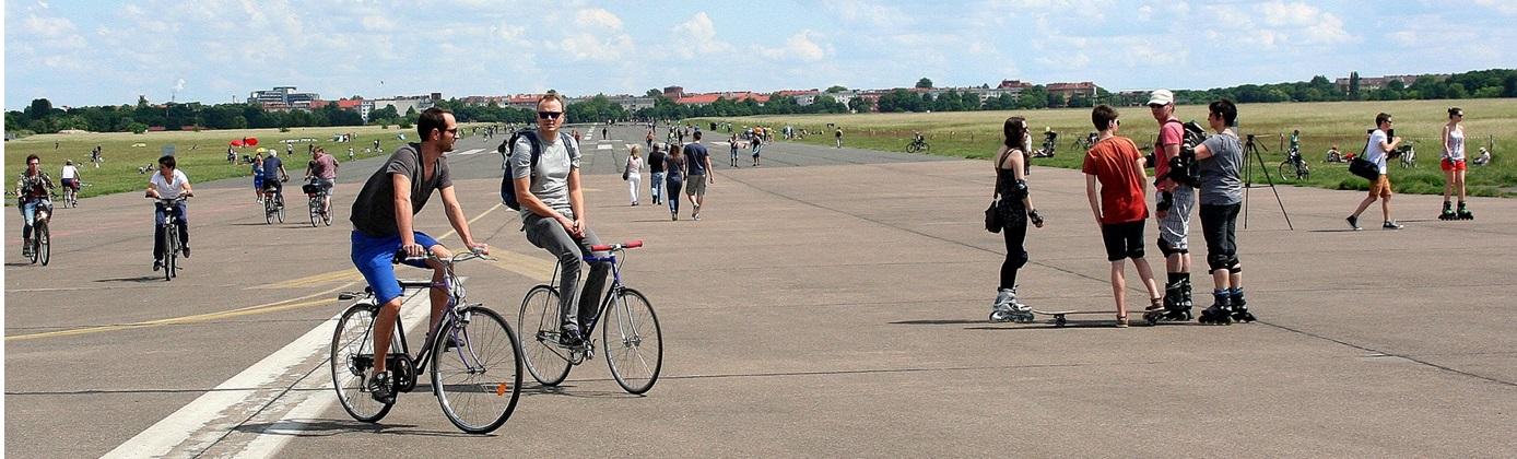 Het meest tot de verbeelding sprekende voorbeeld van hoe het creatiever en beter kan: Tempelhof in Berlijn. Met bewoners die zélf aan de slag gaan