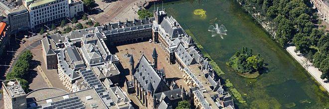 Het Binnenhof wordt volgens de huidige regels van het Bouwbesluit aangepast. Gasloos of energieneutraal hoort daar niet bij