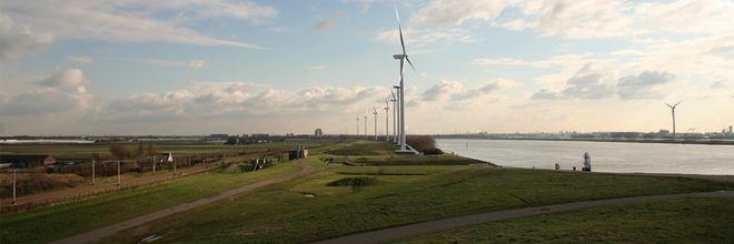 De Rotterdamse regio bouwt gestaag het potentieel aan windenergie uit. Actieve sturing door gemeenten en provincie gaat hand in hand met open minded en strategisch omgevingsmanagement