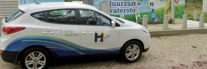 Een waterstofauto rijdt geheel zonder emissie van schadelijke stoffen. Alleen stokt de introductie door een gebrek aan tankstations.