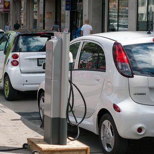 In 2016 is 1 op de 10 auto's in Nederland (gedeeltelijk) elektrisch aangedreven. De plug-in hybride is de populairste vorm van elektrisch rijden.