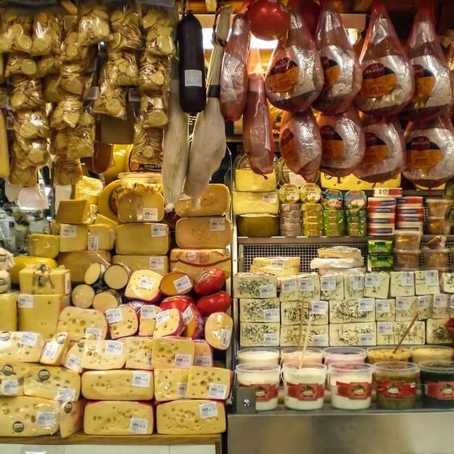 Prof. dr. Gert-Jan Hospers windt zich op over de Markhalmania. Een foodhall als oplossing voor de leegstand? 'Kun je iets originelers bedenken?'