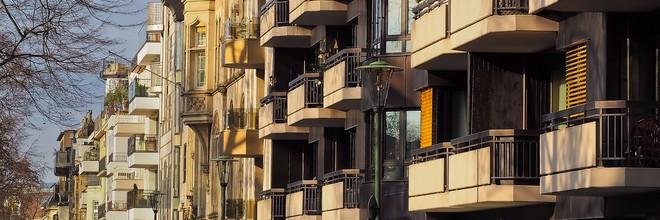 Amsterdam doet bij de bouw van sociale huurwoningen alleen nog maar zaken met woningcorporaties. Private ontwikkelaars worden bij gronduitgifte uitgesloten.