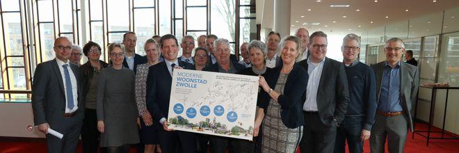 Ontwikkelaars, bouwers, makelaars én overheden slaan de handen ineen rond een ambitieus woningbouwplan in Zwolle die versnelling en verduurzaming combineert