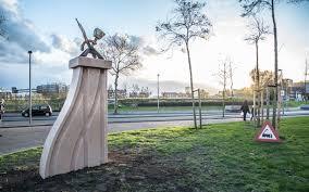 In de wekelijkse rubriek Kunst in de openbare ruimte neemt Stadszaken deze kunst onder de loep en beschrijft het verhaal erachter. Deze week: De Handwissel