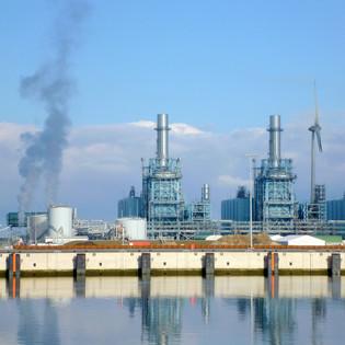 De gascentrale in de Eemshaven wordt getransformeerd tot een opslagplek waar overaanbod van zonne- en windenergie kan worden opgeslagen in een superbatterij