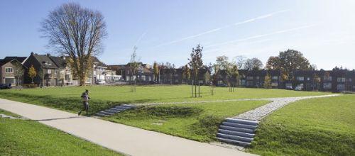 Door het dalende inwonertal in Hoensbroek kwamen in het centrum een aantal flats leeg te staan. De sloop maakt ruimte voor de bouw van een nieuw stadspark.