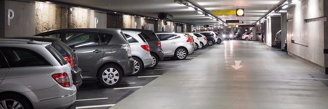 Parkeergarages van bedrijfsgebouwen staan buiten kantoortijd leeg. Zonde, vindt startup ParkBee. In samenwerking met parkeerapps Parkmobile en Park-line maakt het bedrijf deze parkeerplaatsen toegankelijk voor het grote publiek. Voor de consument betekent dit een vriendelijk tarief en meer parkeerplaatsen, voor de vastgoedeigenaar zorgt het voor extra inkomsten.