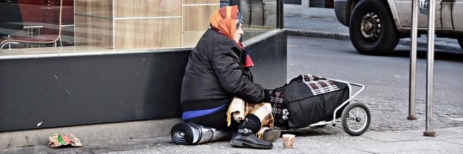 Er is een project op touw gezet om daklozen in Parijs hulp te bieden. Lokale ondernemingen laten via stickers op de deur zien wat voor service zij aanbieden
