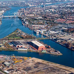 'De stap om als Drechtsteden gezamenlijk de rode loper voor bedrijven uit te leggen werkt', aldus directeur Martin Bloem van DEAL! Drechtsteden. 'Samenwerking helpt onmiskenbaar om onze maritieme regio beter op de kaart de krijgen. De cijfers leveren het bewijs.'