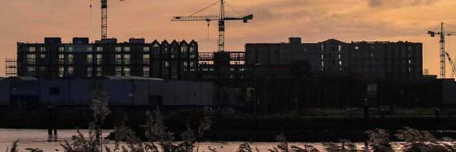 Het aantal verstrekte bouwvergunningen voor nieuwbouwwoningen in 2016 blijft sterk achter bij de prognose terwijl de vraag naar nieuwe woningen sterk groeit