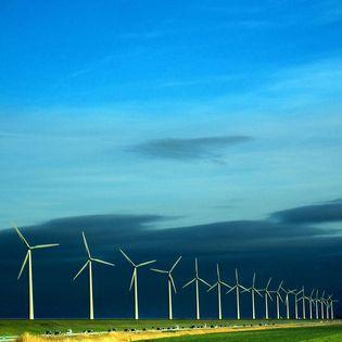 Waterstof wek je op met elektrolyse, met energie uit zon en wind.